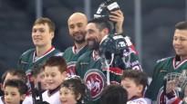 """""""Ak Bars"""" sešiem hokejistiem neizšķirts cīņā pret 30 bērniem"""