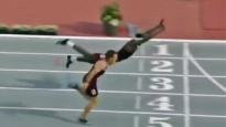Barjersprinteris finišē ar Supermena lēcienu
