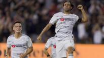 """Meksikas zvaigzne iespaidīgi """"izģērbj"""" MLS kluba aizsardzību"""