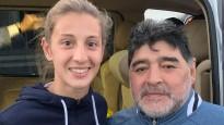 Dāma gūst Maradonas cienīgus vārtus un nopelna kopīgu foto ar leģendu