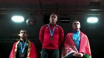 Suharevs izcīna EČ junioru zeltu un tiek sumināts apbalvošanas ceremonijā