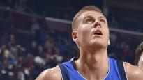 Latviešu spēka uzbrucējs bez Dončiča izvēršas uzvarā pār NBA līderi