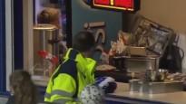 Futbolists trāpa nevis vārtos, bet ēdienu un dzērienu kioskā