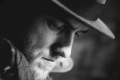 """Video: Kārlis Būmeisters publicē jaunu dziesmu """"Laiks tevi dedz"""""""