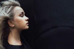 Video: Aijai Andrejevai jauna dziesma un pastkartīšu kolekcija