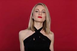 Dziedātāja Katrīna Cīrule prezentē gan jaunu dziesmu, gan dinamisku un sievišķīgu videoklipu