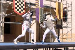 """Bauskas pilī dejas, triki, senā mūzika un paukošanas turnīrs """"Ius gladii"""""""