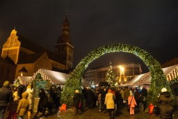 Rīgā iedegs svētku egli un sāks darboties Ziemassvētku tirdziņi