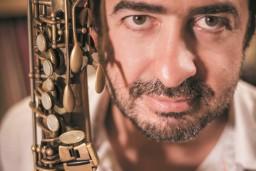 """Pasaules saksofona zvaigzne Pjērs Bertrāns satiksies ar Latvijas Radio bigbendu festivālā """"Saxophonia"""""""