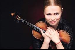 Vestards Šimkus un Darja Smirnova multimediālā koncertšovā uz Lielā dzintara skatuves