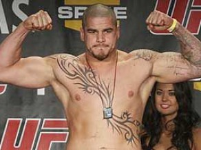 Bijušais UFC cīkstonis Džeims Maksvīnijs novērš bruņotu laupīšanu