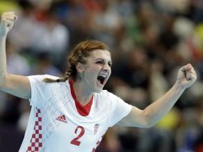 Handbolā dāmām Spānija pārsteidz Dāniju, Brazīlijai trešā uzvara