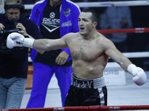 Ļebedevs pārliecinoši pieveic Flenegenu un nosargā WBA titulu