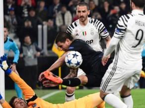 """""""Juventus"""" saimnieko Turīnā, """"Porto"""" atkal noraidījums jau pirmajā puslaikā"""