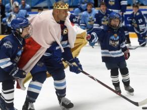 KHL Prasmju konkursā uzvar Harlamova divīzija, Douss met bullīti karaļa tērpā