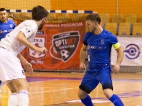 "Latvijas telpu futbola klasikā ""Nikars"" sakauj ""Rabu"" un turpina perfekti"