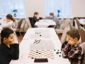 Veiksmīgi aizvadīts Latvijas jaunatnes čempionāta fināls 64 lauciņu dambretē