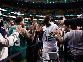 """""""Celtics"""" ceturto reizi pieveic """"76ers"""" un sasniedz Austrumu finālu"""