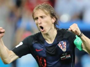 Čerčesovs salīdzina krievu futbolistus ar kareivjiem, Modričs slavē savu vārtsargu