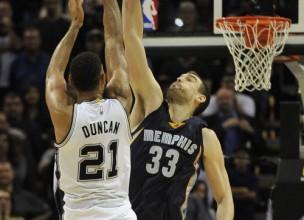 """Memfisa 63 minūšu trillerī pieveic """"Spurs"""", """"Hawks"""" izrēķinās ar """"Cavs"""""""