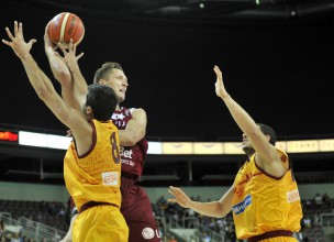 Blūmam četri, Latvijai 16 tālmetieni un uzvara pār Maķedoniju