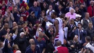 Video: NBA nedēļas momentos triumfē Džons Vols