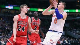 """Video: Porziņģis samet 23 punktus """"Bulls"""" grozā"""