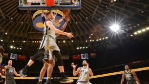Video: Bertānam liela loma un 10 punkti pret NBA čempioniem