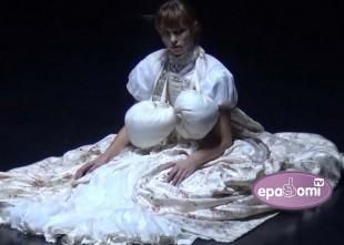 Video: Ķermeņa un kustības valoda laikmetīgās dejas izrādē KORPUSS