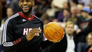 Apjukums NBA spēlē, to izmanto Lebrons Džeimss