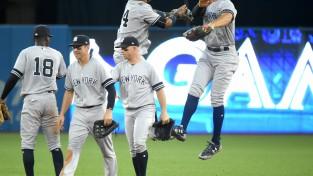 """""""Yankees"""" iekļūst """"play-off"""""""