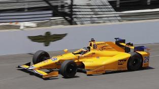 """Alonso un """"McLaren"""" nākamgad gatavojas startēt """"IndyCar"""" čempionātā"""