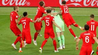 Kolumbija pamatlaikā izglābjas, tomēr Anglija noņem lāstu un uzvar <i>pendelēs</i>