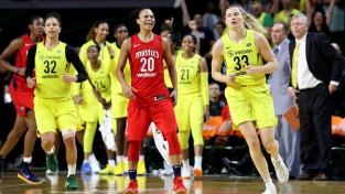 Kristi Tolivera kļūst par pirmo aktīvo WNBA spēlētāju, kura strādās kā NBA trenere