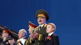"""Lukašenko piedraud Minskas """"dinamiešiem"""" ar 500 dolāru algu"""