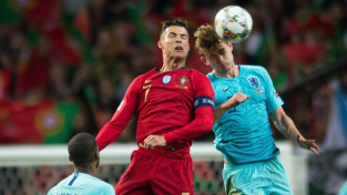 """Ronaldu pēc Nāciju līgas fināla apjautājies de Lihtam par pāreju uz """"Juventus"""""""