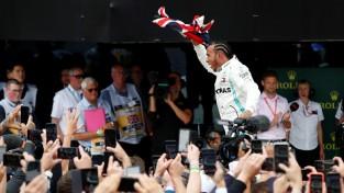 Hamiltons triumfē un kļūst par uzvarām bagātāko pilotu Silverstonā