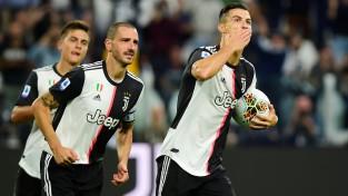 """Ronaldu ar otrajiem vārtiem sezonā nokārto """"Juventus"""" smagu uzvaru"""