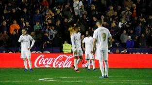 """Pirms spēlēm pret """"City"""" un """"Barca"""" Madrides """"Real"""" zaudē """"Levante"""" un atkrīt uz otro vietu"""
