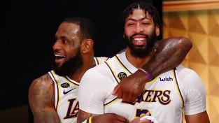 """Deiviss beidzot izlēmis - piecu gadu un 190 miljonu līgums ar """"Lakers"""""""