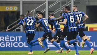 Grandu cīņā ''Inter'' katrā puslaikā iesit vārtus un pārspēj ''Juventus''