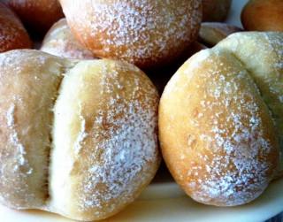 Brokastīs gardie franču dupsīši