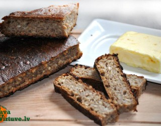 Pašcepta maize tortes formā