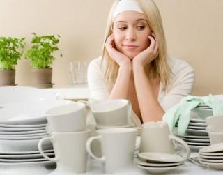 Kā mazgāt traukus, lai glāzes spodras un trauki virtuvē spīd un laistās