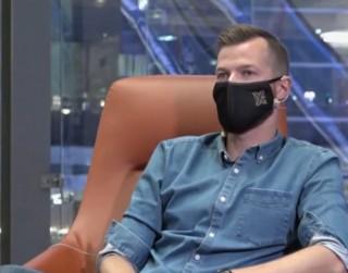 Video: Exfutbolists stāsta par sportu malārijas, odu un un ķirzaku zemē