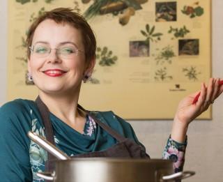 Dita Lase raksta grāmatas veģetāriešiem par ēšanu, nevis gavēšanu