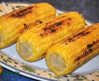Grilēta kukurūza brīvdienu piknikam