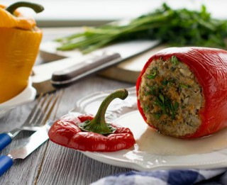Pildīta paprika ar tunci un rīsiem