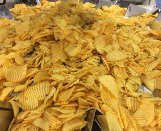 """Orkla Confectionery & Snacks Latvija"" investē 60 000 eiro jauna veida čipsu ražošanā"