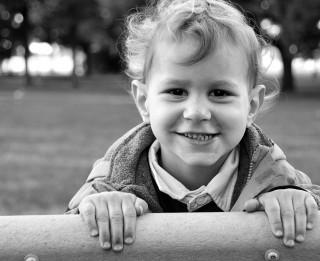 Bērns vaicā, vecāki mulst: izplatītākās situācijas un risinājumi